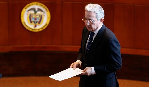 Colombia: tras renuncia de Uribe al Senado, Procuraduría pide remitir su caso a la Fiscalía