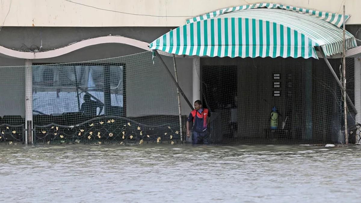 (Videos) Bombay sufre la lluvia más tenaz en casi medio siglo