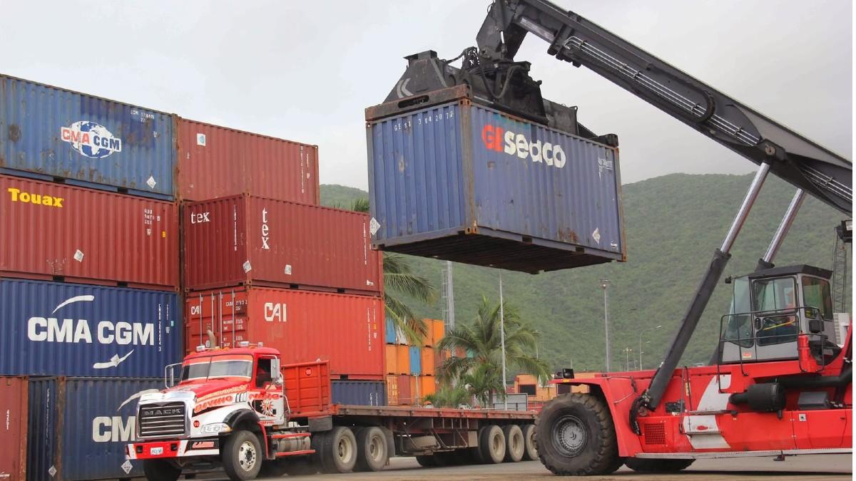 Descubren más de 70 contenedores con productos químicos de alto riesgo en el puerto de Beirut