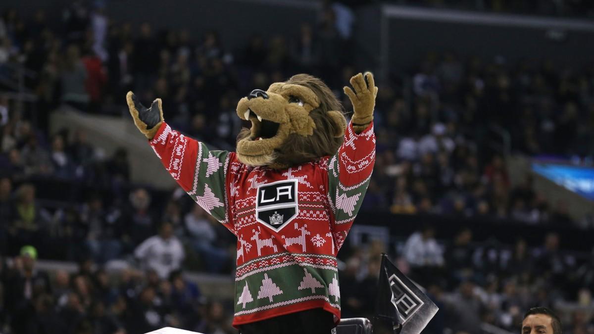 Equipo de hockey estadounidense suspende a su mascota tras demanda por acoso