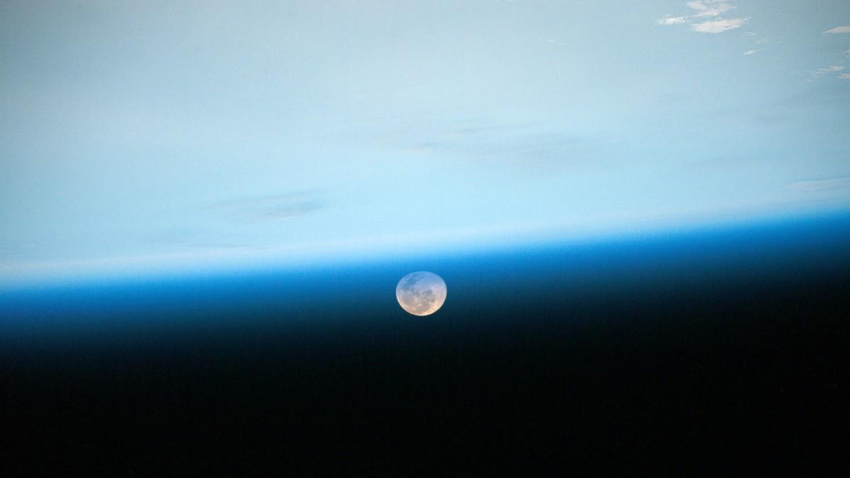 Científicos evalúan mecanismo para establecer bases humanas en la Luna y Marte
