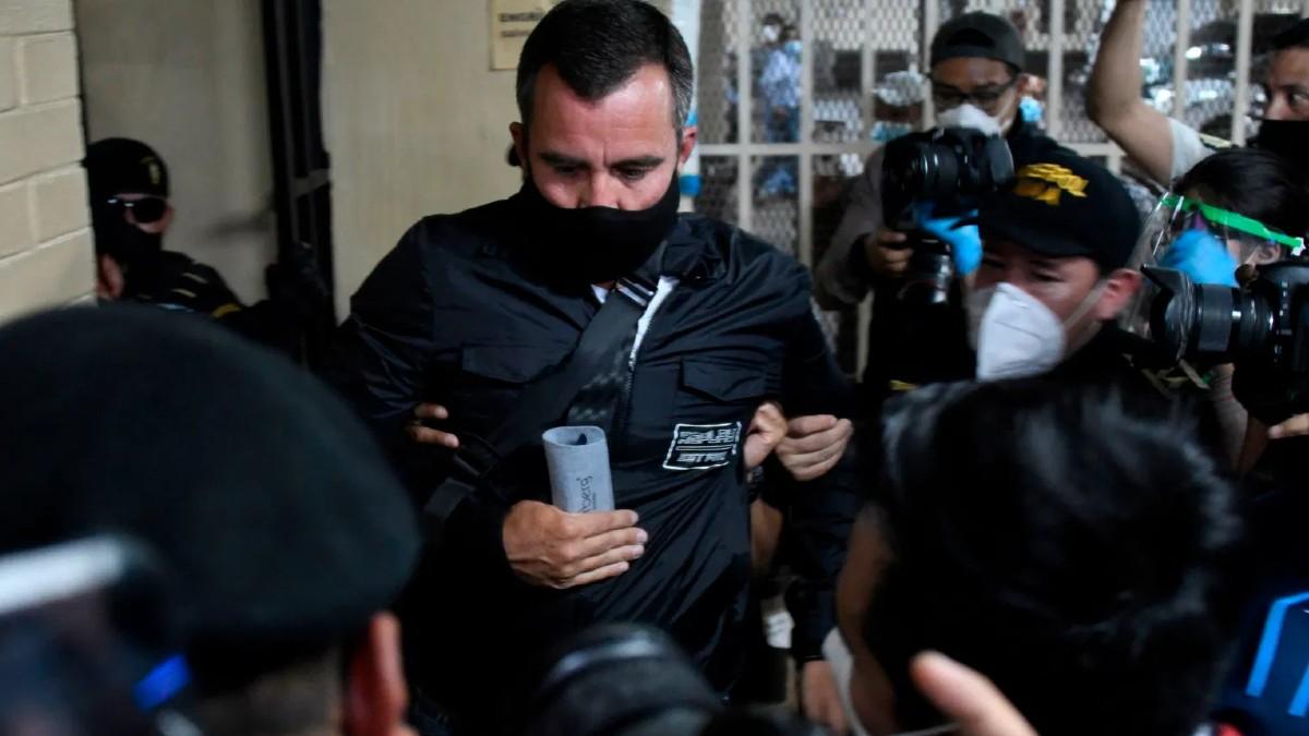 Un exministro de Guatemala se entrega a la justicia tras permanecer cuatro años prófugo