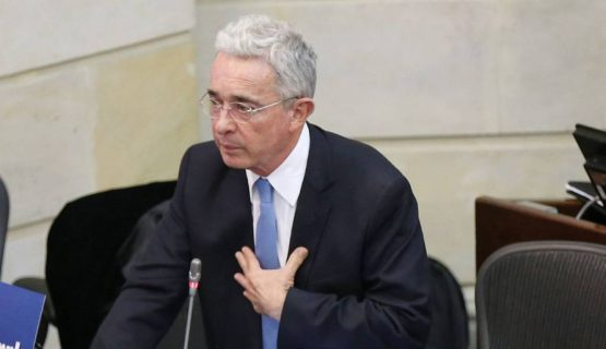 Jueza definirá este sábado si levanta medida contra Uribe Vélez