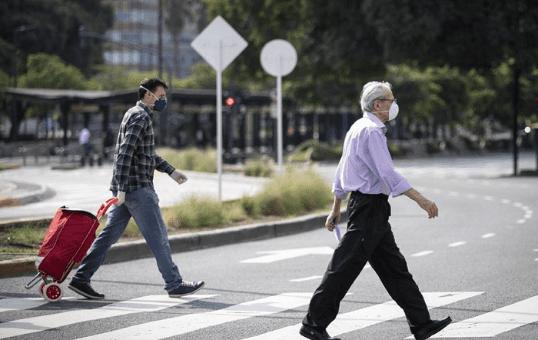 Argentina extiende cuarentena y habilita reuniones de hasta 10 personas al aire libre