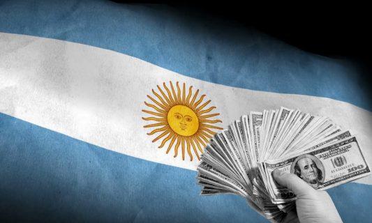 Salario mínimo en Argentina aumenta un 28% de forma escalonada