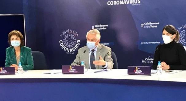 Ministro Paris reconoce alza de contagios de COVID-19 en dos regiones del país