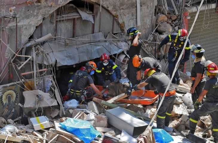Continúa la frenética búsqueda de más de 60 desaparecidos por la explosión en Beirut