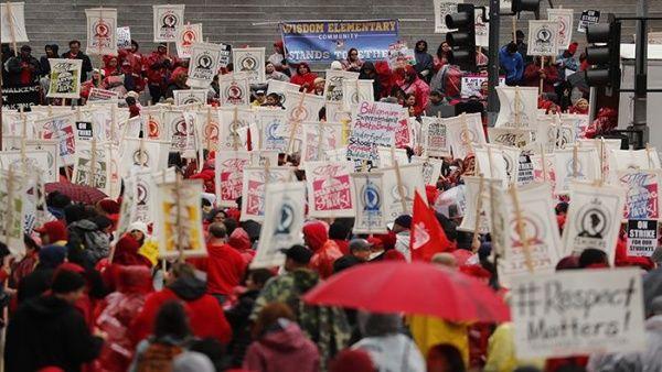 Protesta: maestros en EE. UU. exigen que el año escolar inicie a distancia