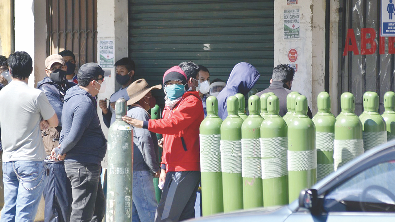 Bolivia: Responsabilizan al Gobierno de facto por escasez de oxígeno medicinal para pacientes de COVID-19