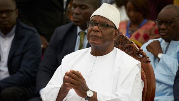 """""""No quiero que se derrame sangre"""": dimite el presidente de Malí y disuelve el Parlamento"""