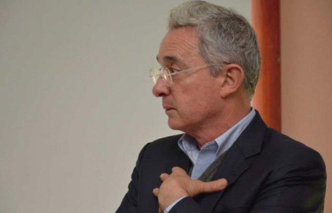 Caso Uribe: compra de testigos deja al exmandatario con arresto domiciliario y abre el camino para que pague por múltiples delitos