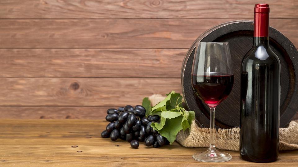 ¿Tiene el vino tinto un componente que podría ayudar en la lucha contra el COVID-19?