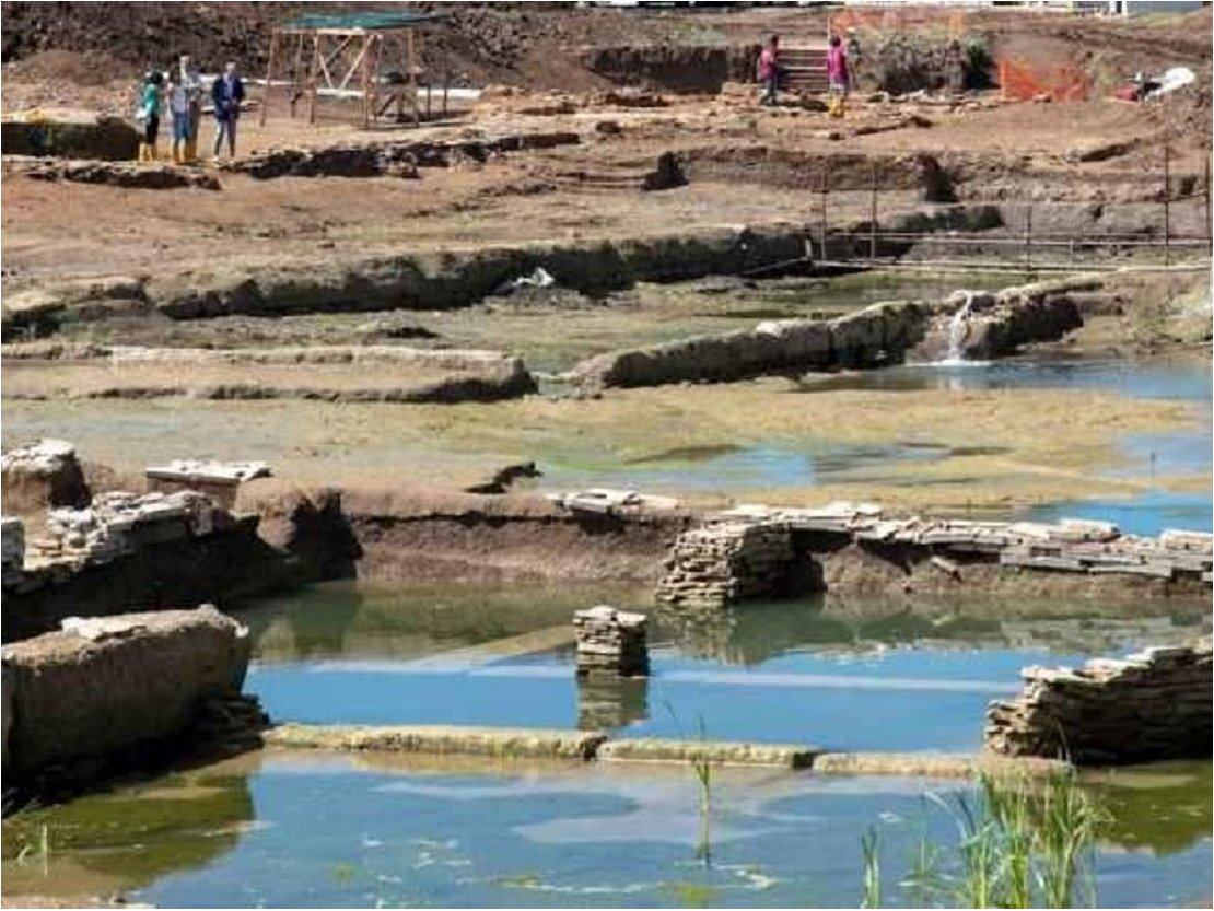 Encuentran misteriosa piscina con 2.300 años de antigüedad tras excavación para construir complejo urbano