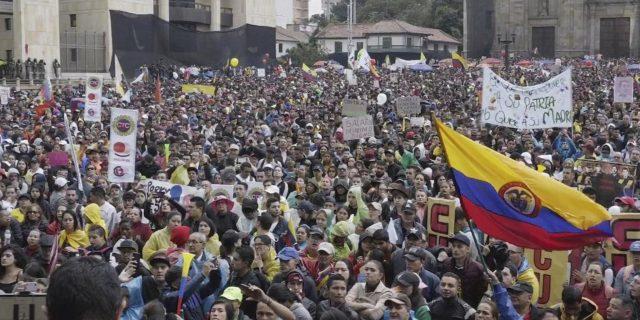 Inicia paro nacional en Colombia con protestas en las calles