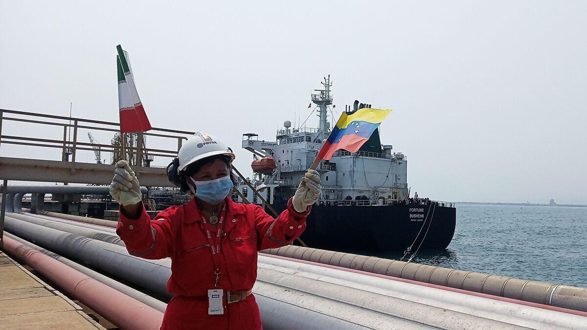 Llega barco iraní a Venezuela con 2 millones de barriles de gas condensado