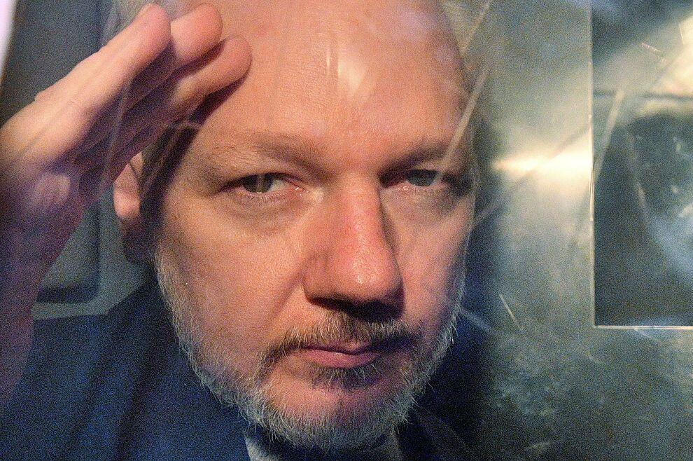 """Segundo parte del juicio: con la frase """"es un disparate"""" Assange muestra su frustración"""