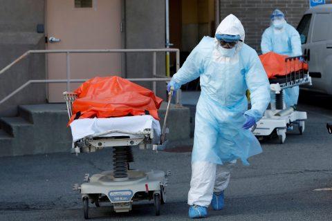 Decenas de fallecidos por covid-19 permanecen desde hace meses almacenados en congeladores en Nueva York
