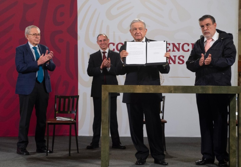 Presidente de México envía solicitud de consulta al Senado para enjuiciar a 5 expresidentes