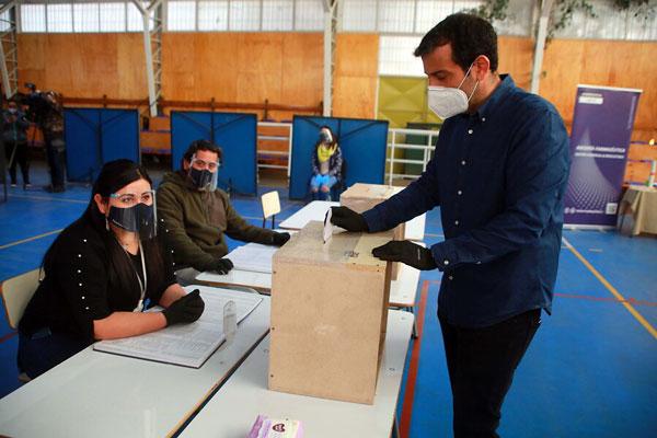 Gobierno se abre a mesa técnica que resuelva voto en 2021 para quienes no puedan desplazarse
