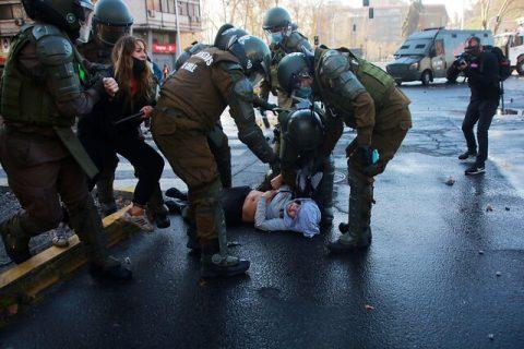 Fuerte represión de Carabineros en manifestaciones por el 11 de septiembre