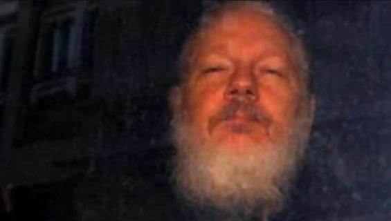 Premio Nobel pide al mundo levantar la voz para salvar vida de Julian Assange