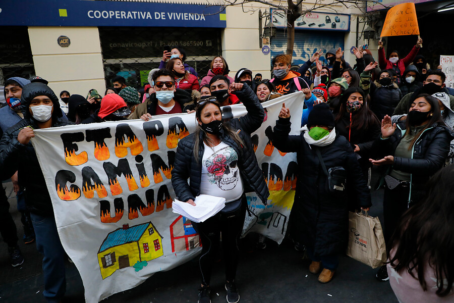 Campamento Dignidad se manifestó fuera del Serviu por el derecho a la vivienda digna