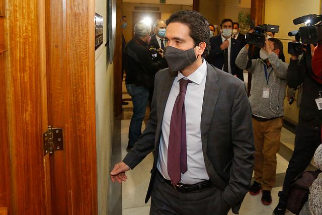 Reajuste del salario mínimo en $0: Ministro Briones tuvo que salir a explicar propuesta del Gobierno