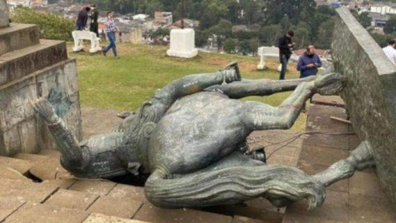Colombia: Indígenas derrumban estatua de conquistador español