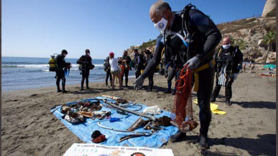 Activistas realizan jornadas de recolección de desechos en mares y ríos de España