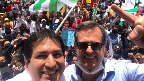 Ecuador: Multitudinaria protesta ante el Consejo Nacional Electoral para exigir la inscripción del binomio Arauz-Rabascall