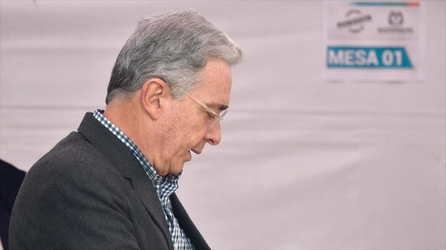 Colombia: Corte Suprema seguirá investigando a Uribe por compra de votos en 2018