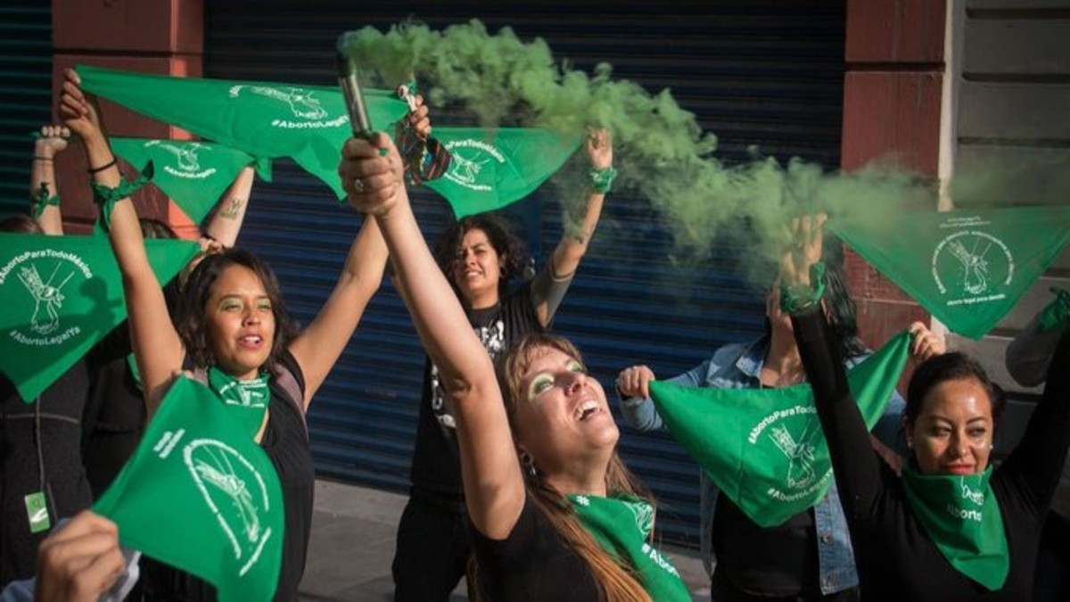 Policías de Ciudad de México y feministas se enfrentaron  en marcha por aborto legal
