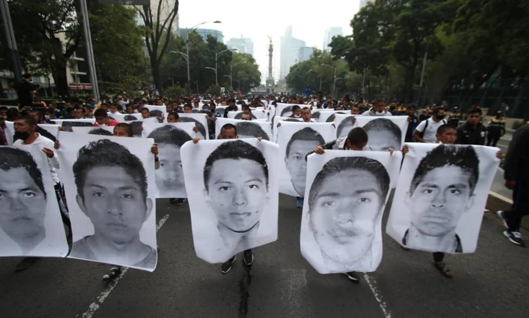 Histórico avance en el caso Ayotzinapa: Ordenan captura de 70 policías y militares