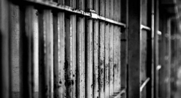 Joven que fue encarcelado injustamente por quema de bus del Transantiago exige indemnización de $ 250 millones