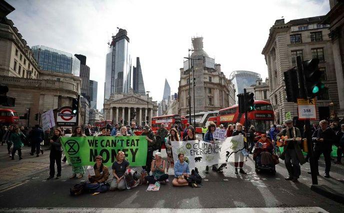 Más de 300 arrestados: Manifestaciones por el cambio climático se radicalizan en Reino Unido