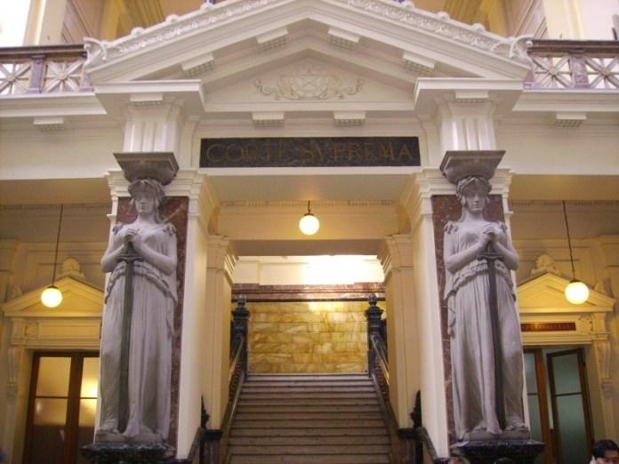 Corte Suprema ordena al Ejército y la FACH entregar hojas de vida de Krassnoff y otros ex militares