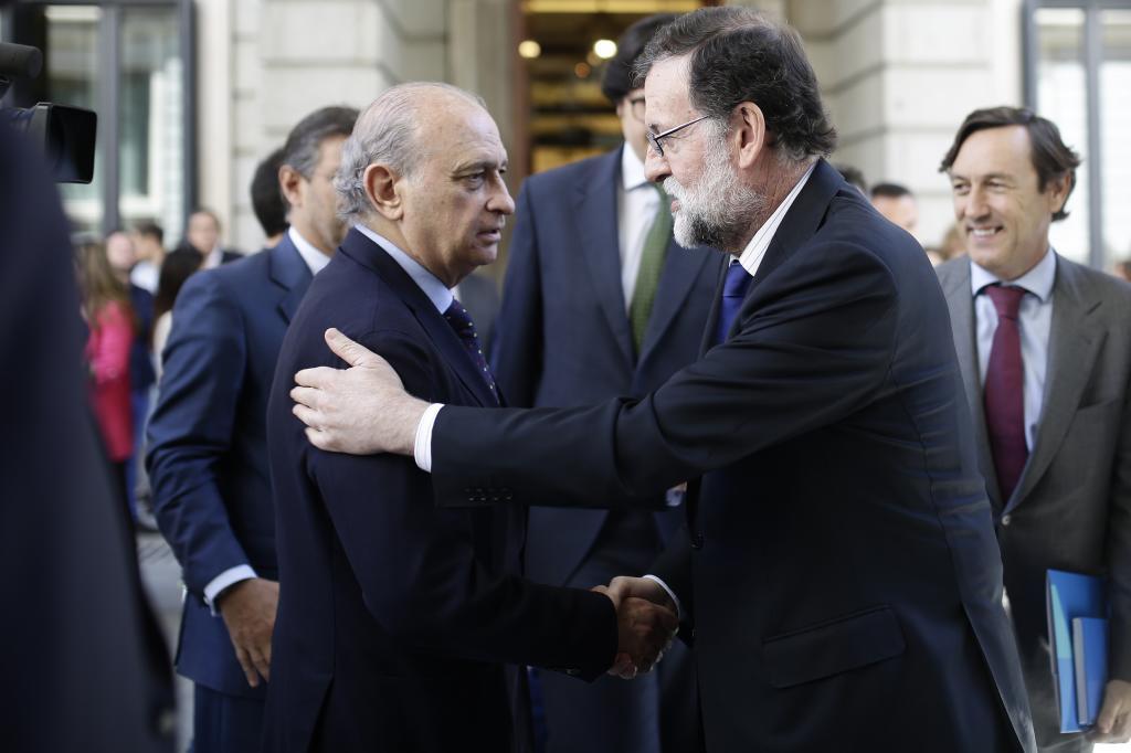 Exministro de Interior de España es imputado por espionaje parapolicial en el PP