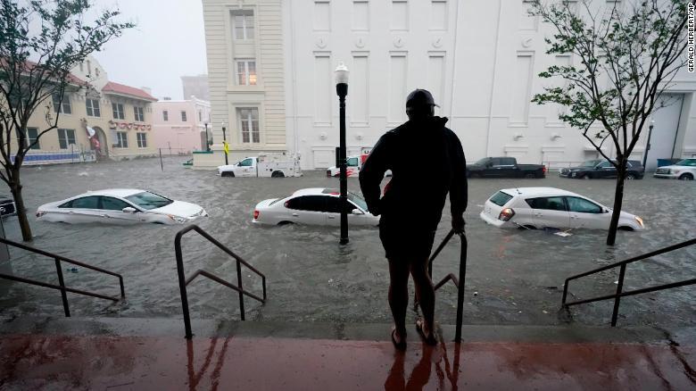 """EE. UU.: huracán Sally provoca """"inundaciones históricas y catastróficas"""""""
