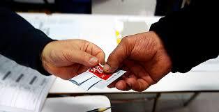 Chilenos en el exterior solicitan al Gobierno impulso del voto postal
