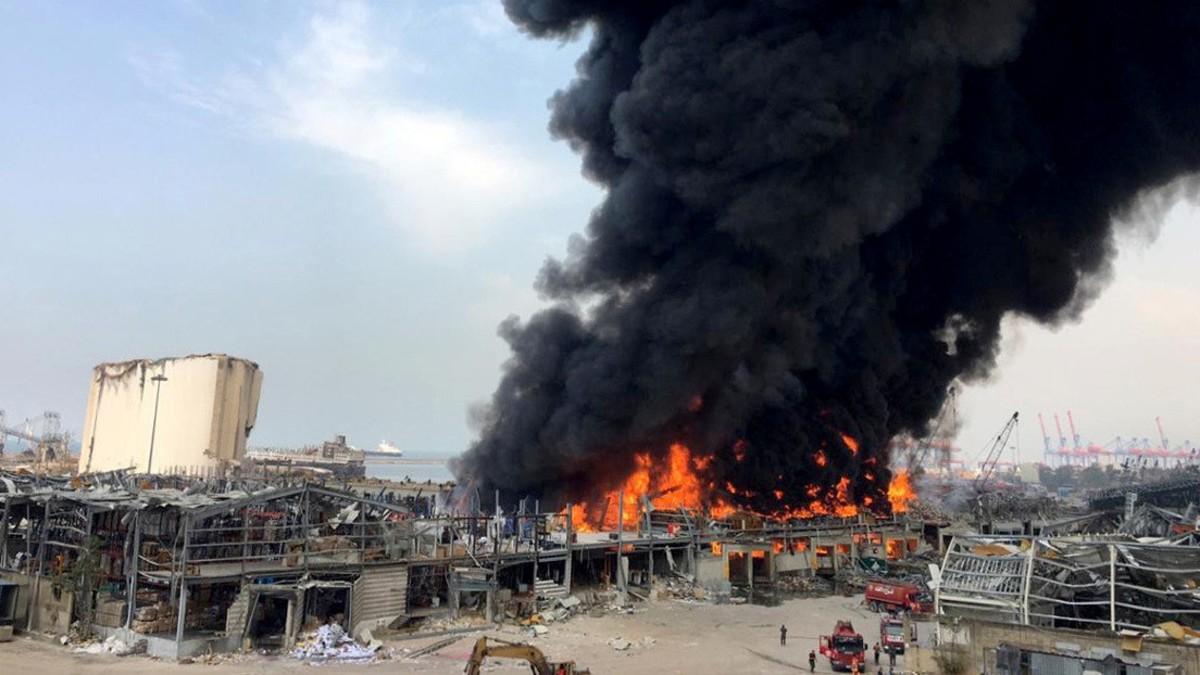 (Videos) Se registra un nuevo incendio en el puerto de Beirut a un mes de la explosión
