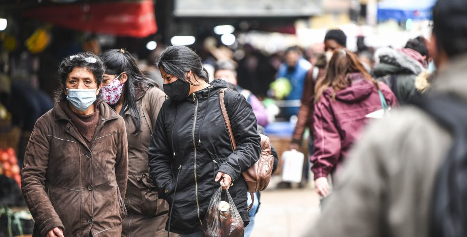 Estudio U. de Chile: Cohesión social ha sido el mayor factor de protección ante la pandemia