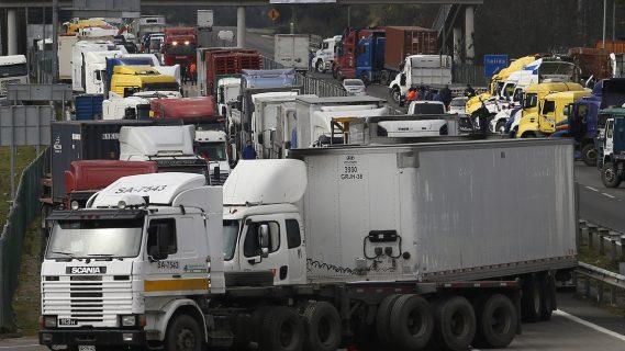 Anuncian comisión investigadora por paro de camioneros y doble estándar del Gobierno y Carabineros frente a marchas