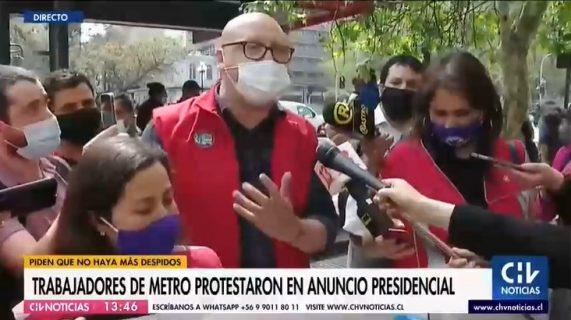 Protesta de trabajadores del Metro interrumpe discurso de Piñera