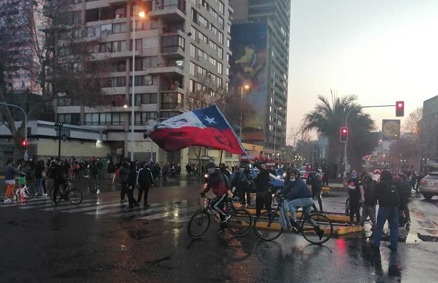 (Videos) Brutal represión de Carabineros a manifestación en Plaza de la Dignidad