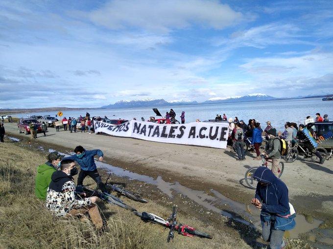 Realizan masiva manifestación contra megaplanta salmonera en Puerto Natales