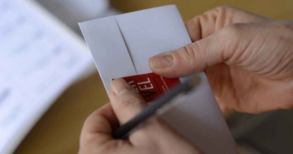 Comisión de Constitución aprobó voto de chilenos en el exterior para elegir integrantes de la Convención Constituyente