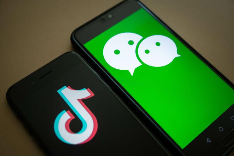 China condena bloqueo de sus aplicaciones móviles en la India