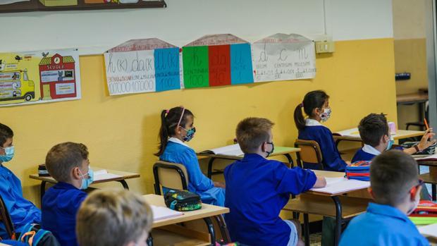 Más de 5 millones de estudiantes regresan a clases en Italia en medio de la pandemia