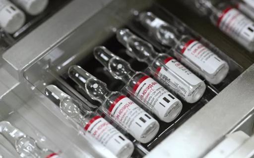 Estudio confirma que la vacuna rusa contra el COVID-19 es segura y genera anticuerpos