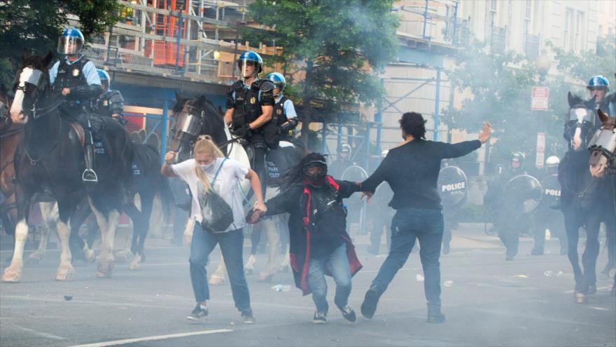 Estado de EE.UU. veta el uso del gas lacrimógeno y balas de goma por la policía